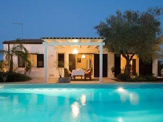 Villa con piscina immersa nella campagna vicino a Modica, perfetta per una famig