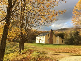 The Yellow Farmhouse (9 miles from Killington K-1 Lodge and 3 miles From Pico)