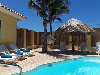 Mooi en gezellig vakantiehuis. Met zwembad en warme douche. Voor 4 personen.