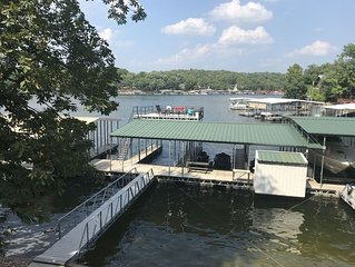 Waterfront 3 bed, 2 bath, Sleeps 11, 5 min walk to Shady Gators, deck, dock, WOW