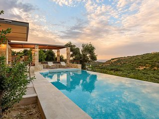 A beautiful villa with private pool, located in a peaceful area 7km from Chania