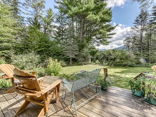 Cozy, dog-friendly cottage w/ a full kitchen, furnished deck, & gas grilll