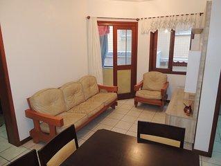 Apto. de 2 Dormitórios na Av. Beira Mar com Box