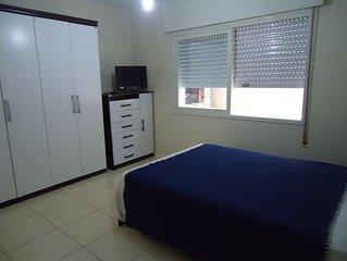 Localização perfeita! Excelente dois dormitórios, centro a uma quadra do mar.