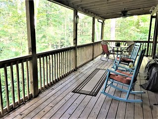Quiet Retreat With Large Deck & Firepit Close To Hiking, Ski Slopes & Wineries