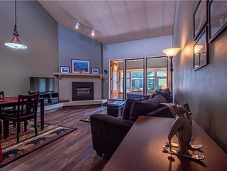 Stunning mountain view, enclosed sunroom, hot tub, sauna, free wifi, & parking.