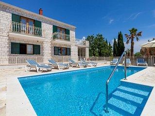 Child-friendly villa with private swimming pool and sea view in Sumartin, Brac i