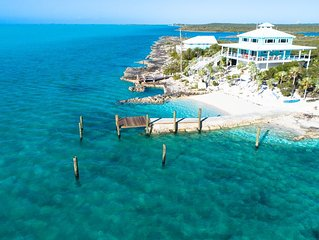 Luxury Waterfront with private dock and beach Sleeps 8