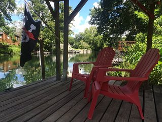 Captain's Quarters at Pirate's Cove!  A Waterfront Retreat!