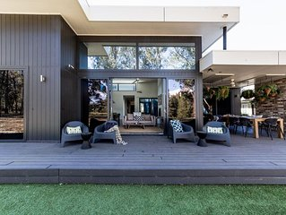 Dogwood - Contemporary accommodation with golf resort frontage