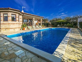 Cozy Home with Swimming Pool and Jacuzzi in Buje