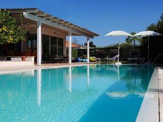 Villa Virginia con piscina privata a 300 mt dal mare e a due passi dal centro !