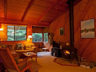 Volcano Village Cymbidium House - Lush Private Setting - 5 mins 2 National Park