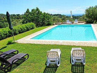 Beautiful  villa for 7 guests with private pool, TV, pets allowed, panoramic vie