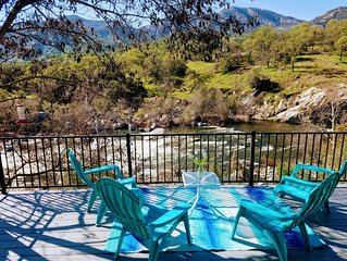 *Specials* Stunning Main Fork 'Kaweah River House' -1/2 Mile to Sequoia Park