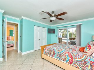 3 Bd Beach House w/ Pool & Tiki Bar (5th Ave & Naples Pier just 4 mins away)