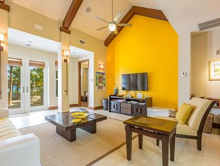 Mango Cottage: 2-Bedroom Cottage on Oceanfront Micro-Resort 10 mins from Seven M