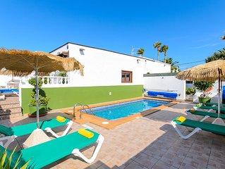 Villa de 3 dormitorios con piscina privada cerca de la playa, con vistas al mar.