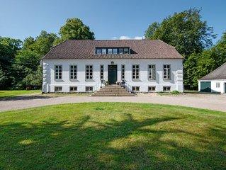 Neue Ferienwohnung im Herrenhaus, 72qm, exklusiv, WLAN frei, ruhig und zentral.