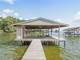 Great Fall Rates!!Amazing Lakefront Home Made for Outdoor Entertaining