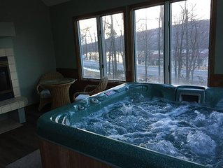 Jacuzzi Room Overlooking Big Boulder Lake & Mountain, Recroom w/Wet Bar,5br,3bth
