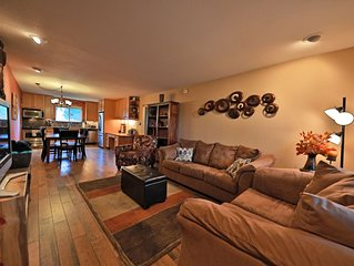 Walk to Downtown and Free Shuttle to Winter Park! Hot Tub and Club house. Pets W