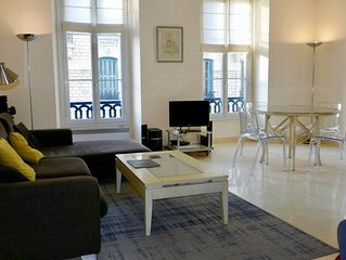 This bright, spacious apartment is located in the heart of the city.