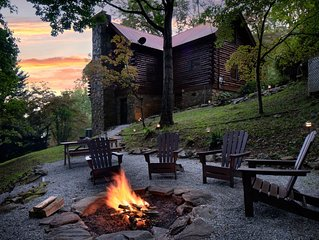 5 STAR REVIEWS! Log Cabin, amazing views, fire pit and hot tub!