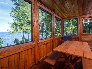 Go back in time to your Grandparent's cottage! Quaint Door County Cabin with sun