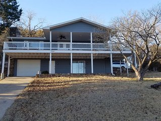 Cosy Lakeview Home With Great Entertaining Space On Beaver Lake.