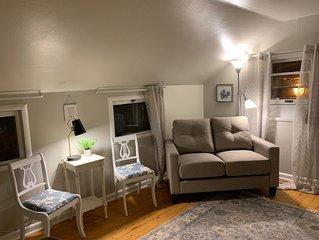 Charming 1 Bedroom/1 bathroom Upstairs VRBO