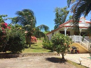 PROMO AOUT 110 E/ NUIT  Belle villa creole avec piscine dans jardins tropical.