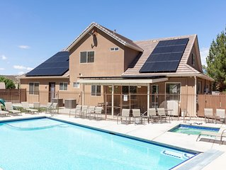 Sleeps 32! Reduced Rate for Fall, Private Fenced Pool, Spa, Play Gym, BBQ