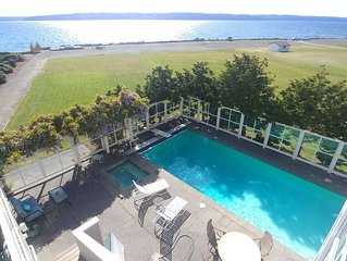 Private pool (thru Sept), SUPs, kayaks & a huge home - walkable to 2 state parks