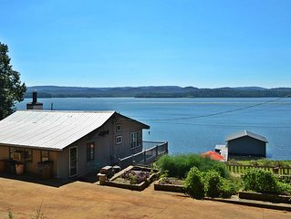 Life on the Lake in Comfortable House with pier & boathouse with two boat lifts