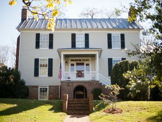 CHARMING 1850 FARMHOUSE LESS THAN 3 MILES FROM THE HEART OF CHARLOTTESVILLE
