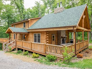 Beautiful 7 bedroom, pet friendly lodge, just 1.5 miles from Old Man's Cave!