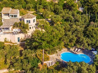 Villa Pelago: Large Private Pool, Walk to Beach, Sea Views, A/C, WiFi