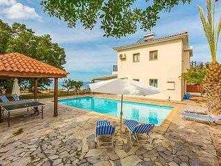 Villa Argaka Sunset: Large Private Pool, Walk to Beach, Sea Views, A/C, WiFi, Ec