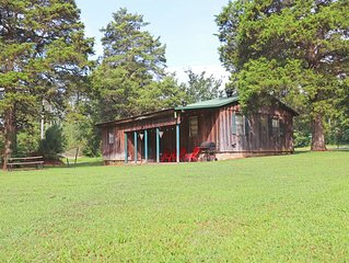 Cozy Greers Ferry Cabin - Great for Fishing, Golf, Boating, & Much More!