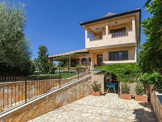 Holiday villa with private pool, large garden, pool table, Wi-Fi