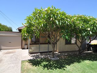 'The Shack' at Semaphore. Pet-Friendly House, close to Beach tourist strip