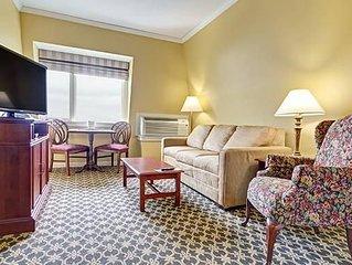 Cozy One Bedroom Deluxe Suite Off Narragansett Bay w/ Resort Pool & Free WiFi