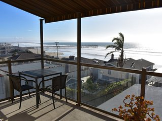 Sunny Condo One Block from Beach w/ Free WiFi & Spectacular Ocean Views