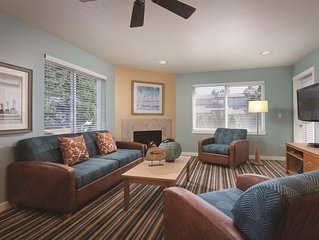 Blaine, WA: 2 Bedroom Condo w/Fireplace, Private Balcony, Resort Pools & More