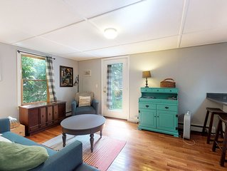 Cozy cottage w/ remodeled kitchen - less than a mile from Woods Hole Ferry