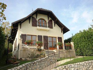 Sunny Maison Bourgeoise with tranquil garden, 15 mins from old Annecy & the lake