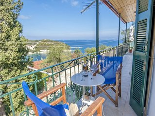Poppy Apartment - one bedroom with dramatic views over the bay of Loggos.
