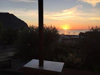 Casa con piscina privata a 100m dal mare, a 500m dalle Terme di Poseidon.