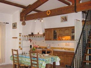 gîte à BONNIEUX au cœur du luberon en Provence, tout confort bien centré .